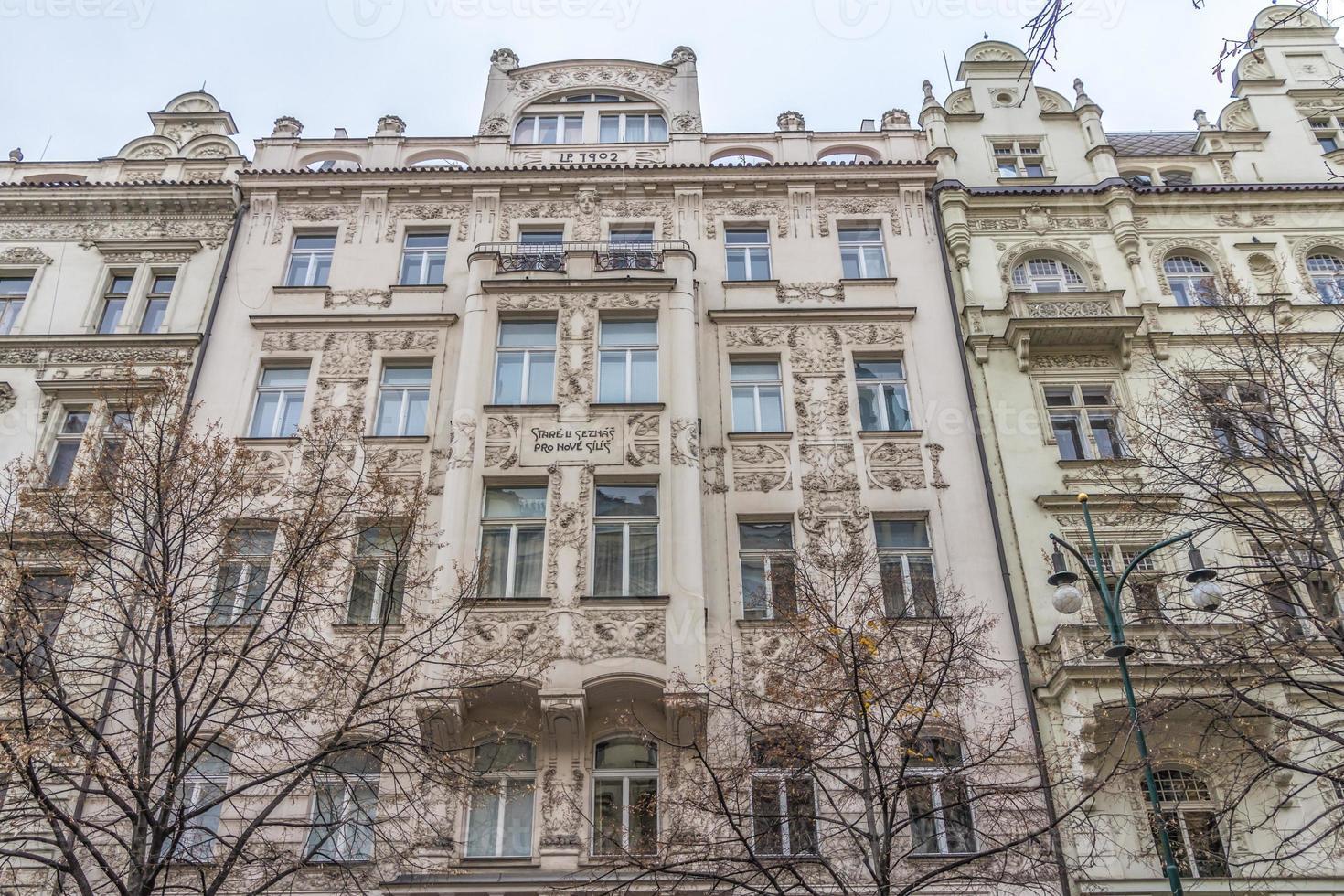 fachada del edificio histórico en praga foto