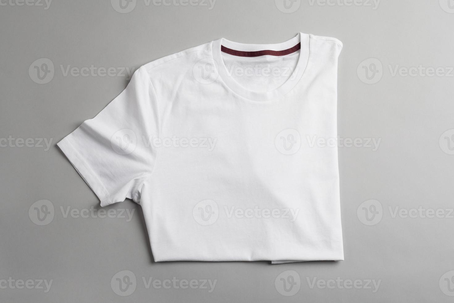 plantilla de camiseta blanca lista para su diseño gráfico. foto