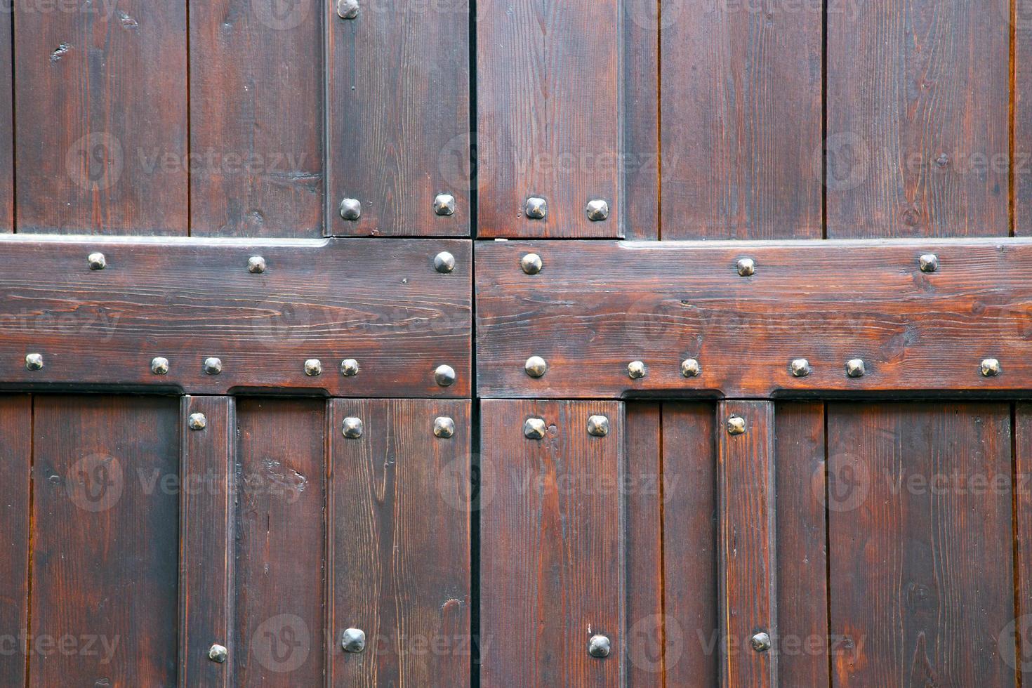 Vanzaghello abstracto de latón oxidado madera cerrada Lombardía Italia foto