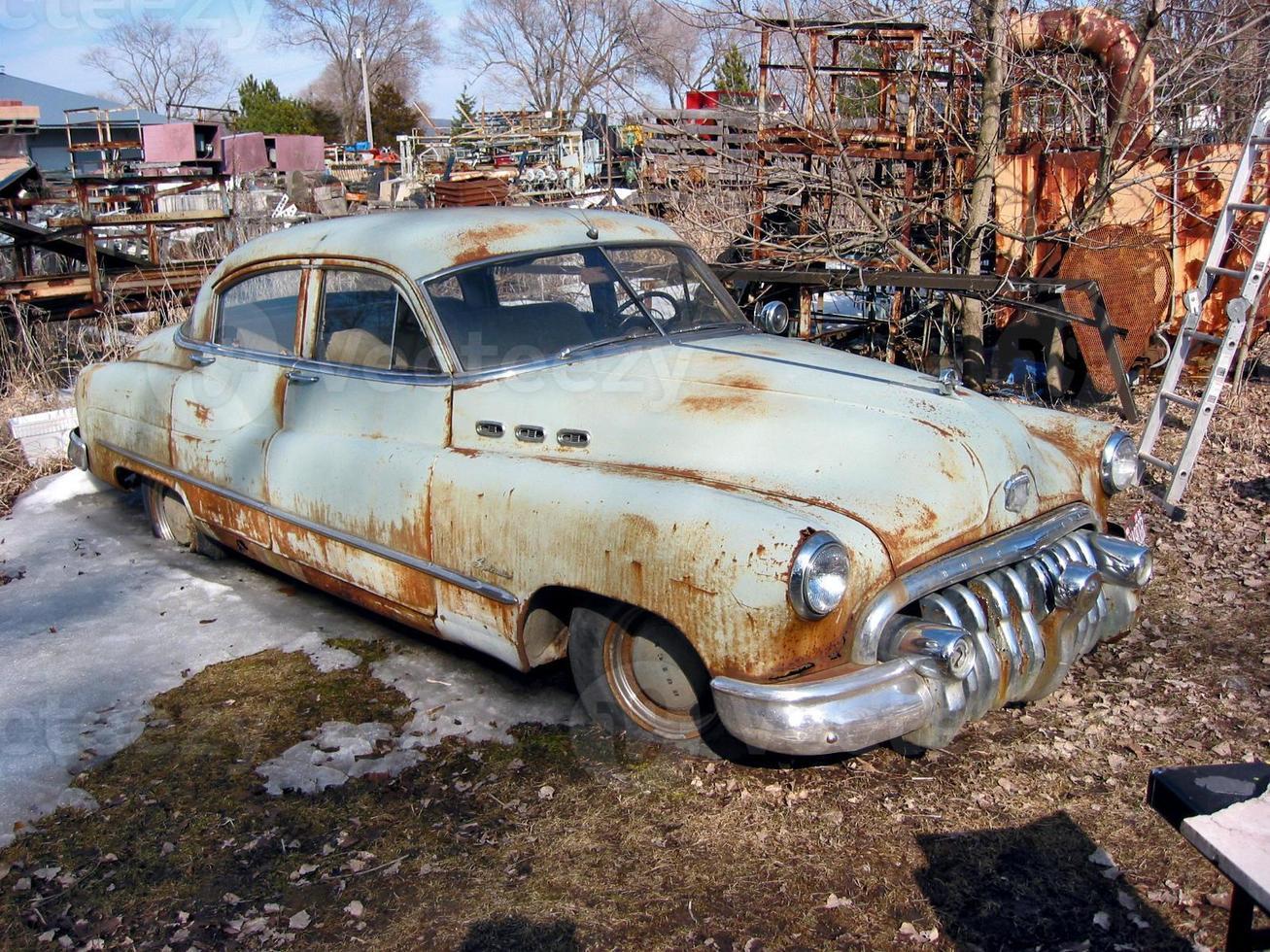 coche viejo del depósito de chatarra foto
