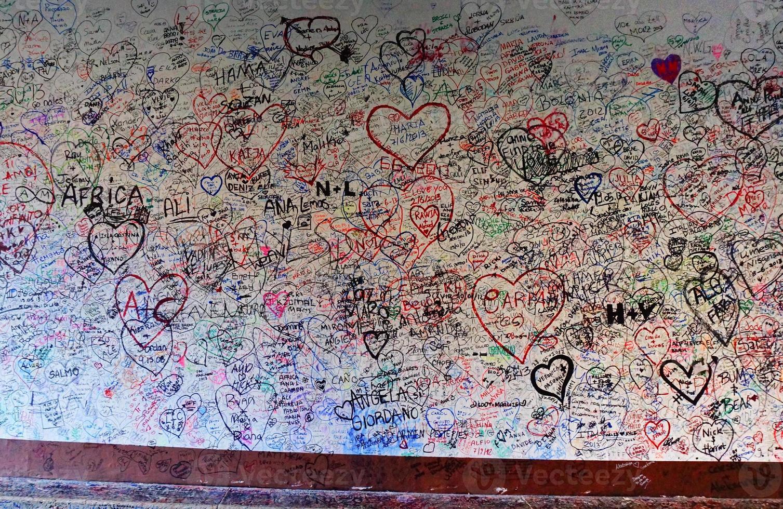 Muro de amor de la casa giulietta en Verona Italia foto