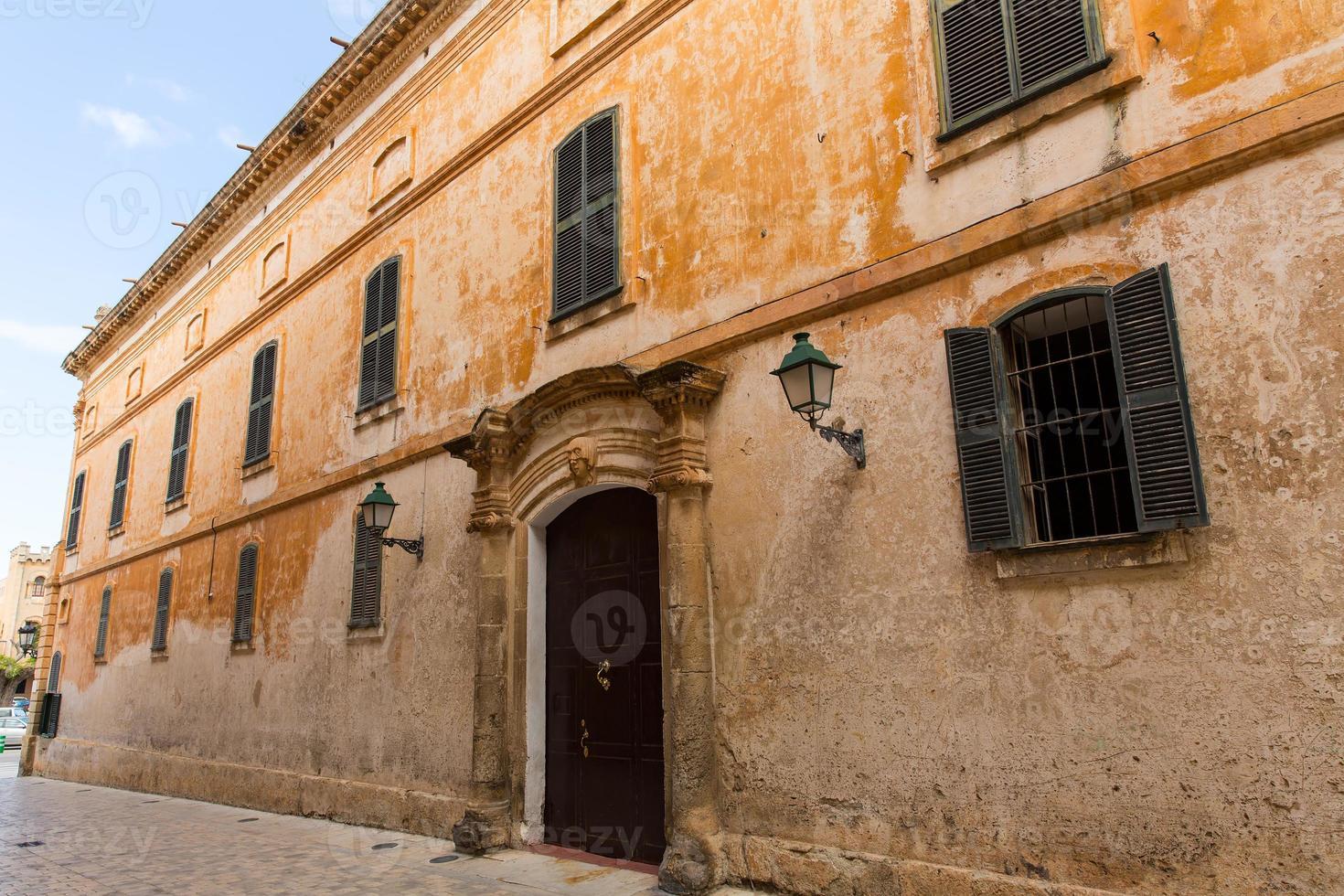 Ciutadella menorca calle principal en ciudadela en baleares foto