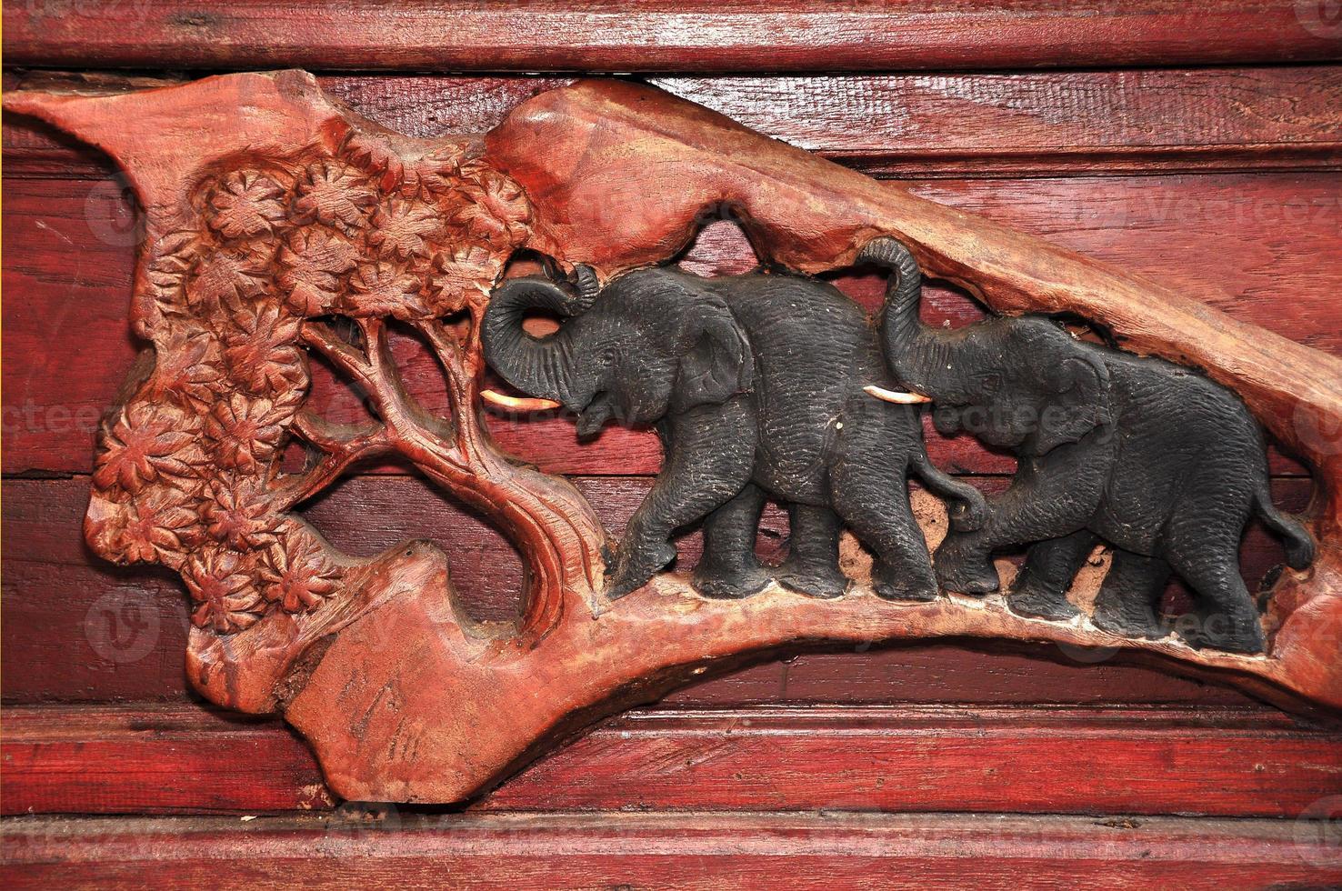talla de madera de elefante foto
