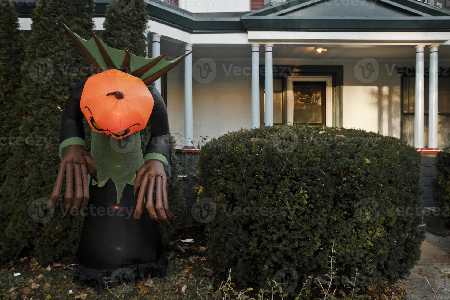 halloween decoratie aan de buitenkant van het huis foto