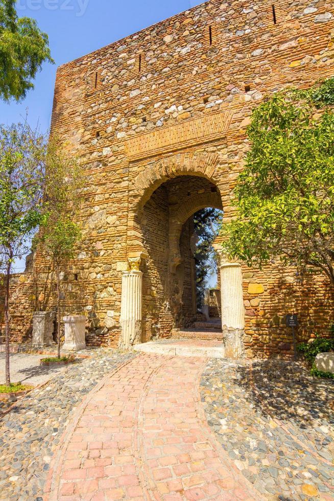 antigua puerta de paso de ladrillo en el famoso foto