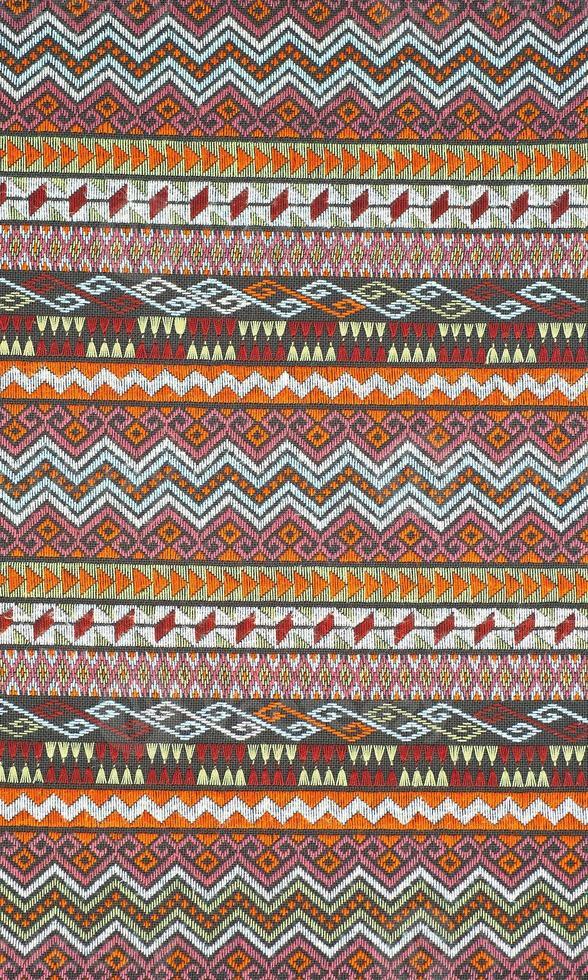 Superficie colorida alfombra de estilo tailandés peruano de cerca. foto