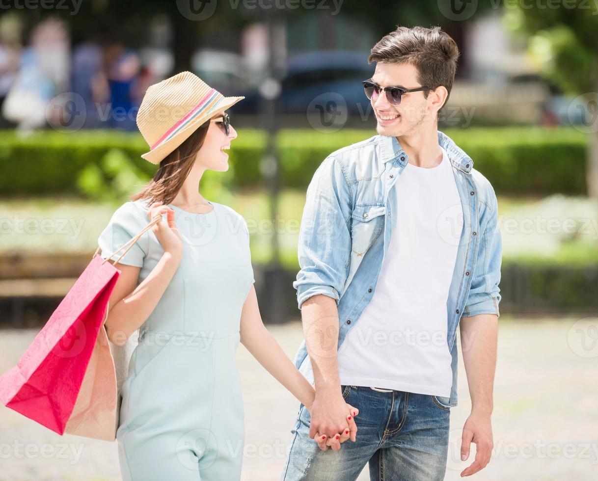 pareja joven al aire libre foto
