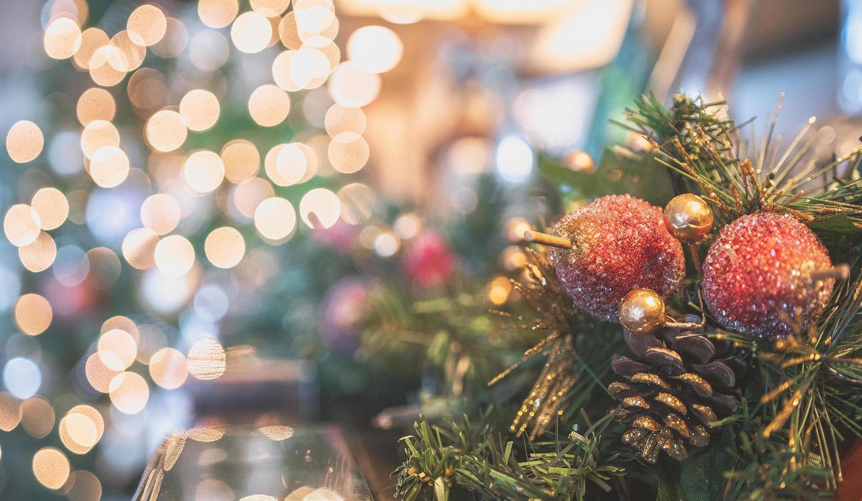 adornos navideños y luces foto