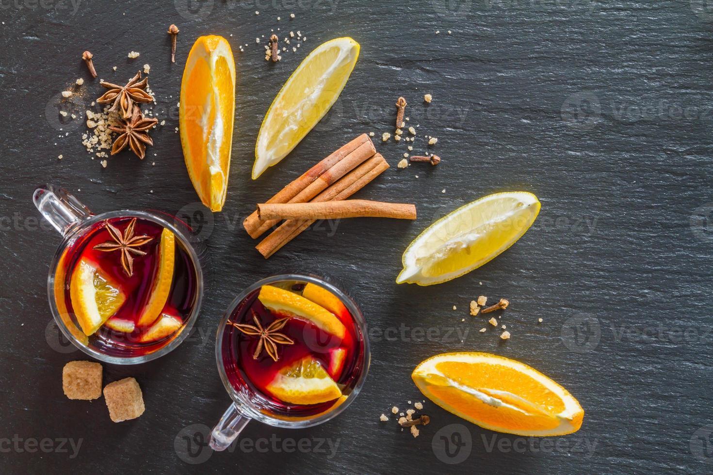 ingredientes de vino caliente foto