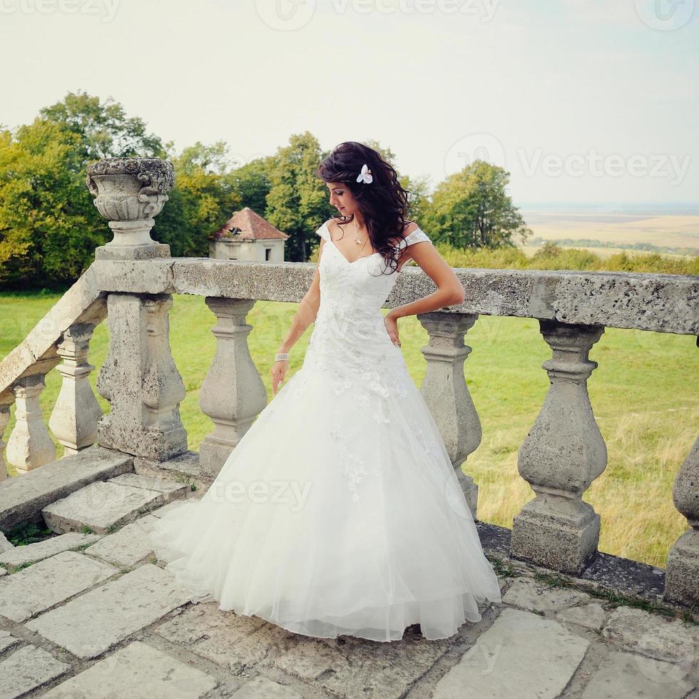 gorgeous bride posing photo