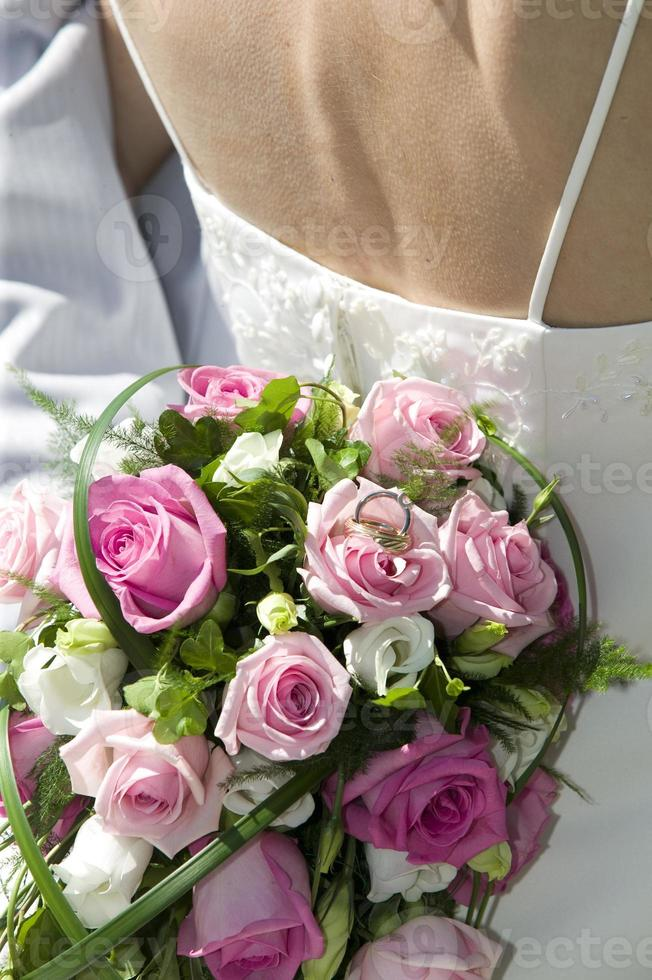 Wedding bouquet with rings.GN photo