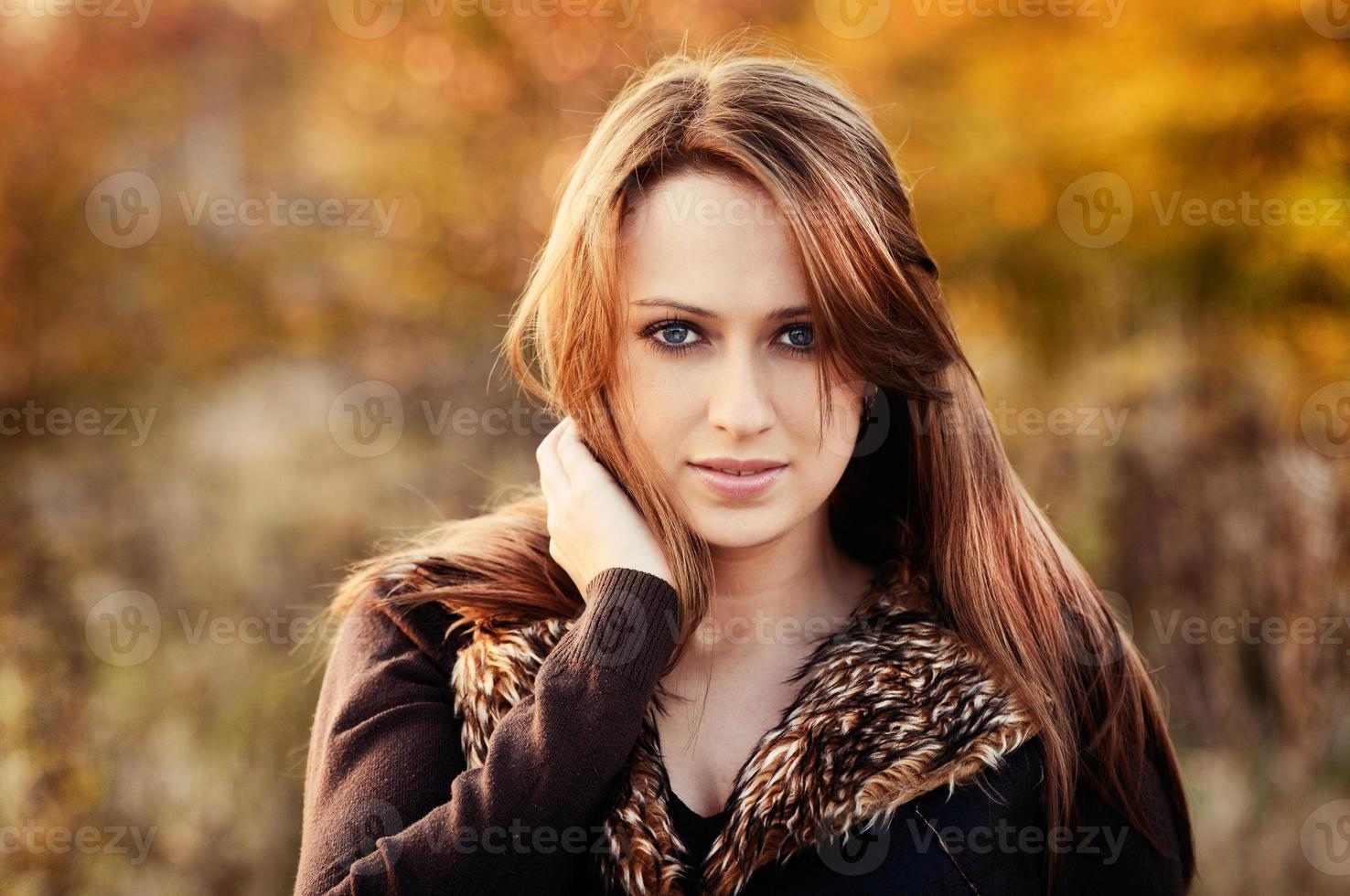 niña otoño foto