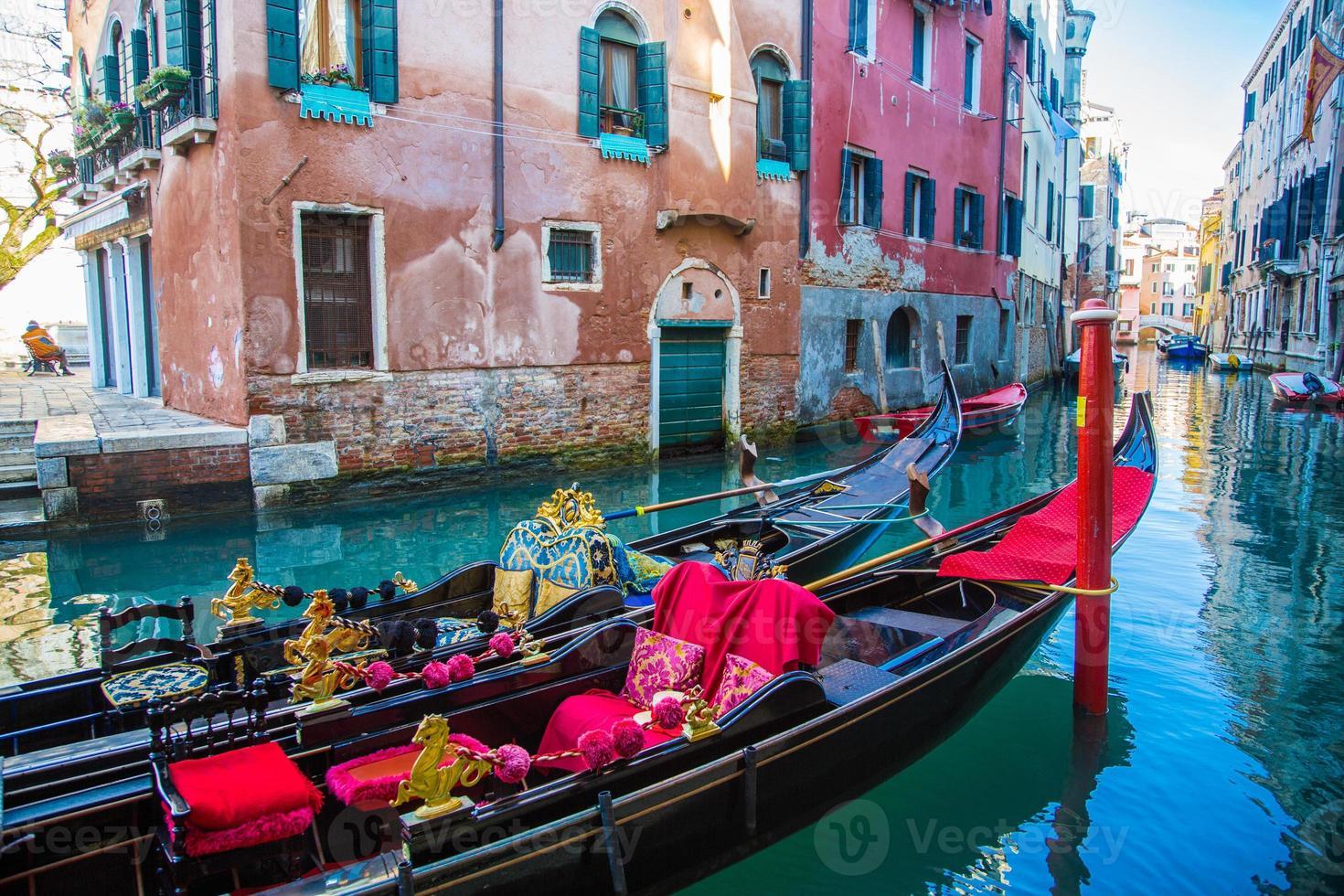 góndolas tradicionales de venecia foto