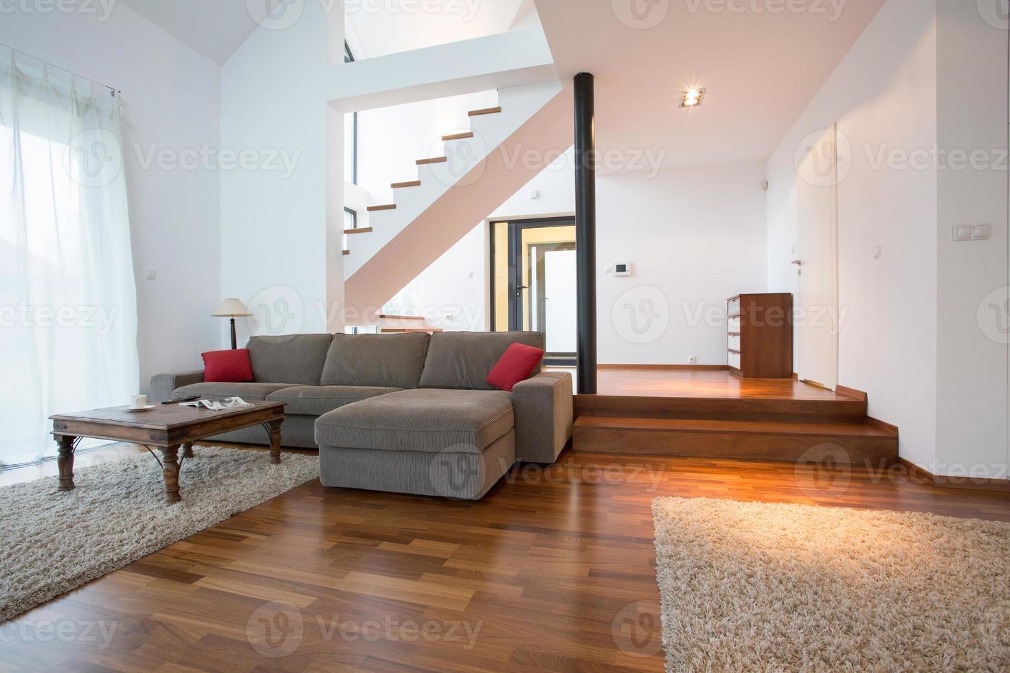 casa de dos pisos foto