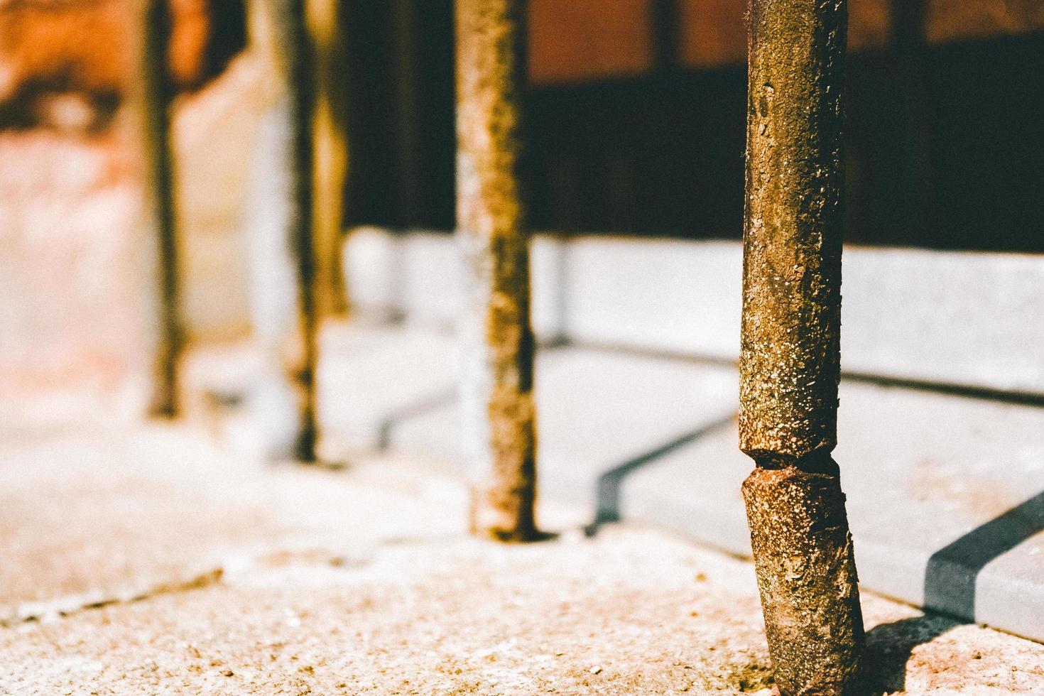 valla de hierro oxidado foto