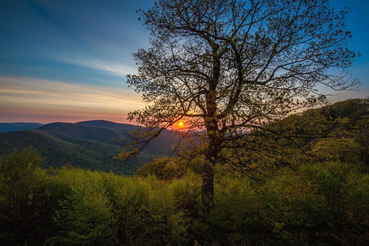 amanecer en el parque nacional shenandoah en virginia foto