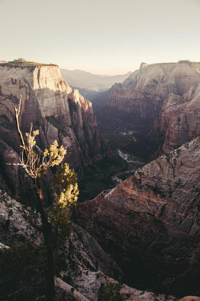 fotografia aerea di montagne foto
