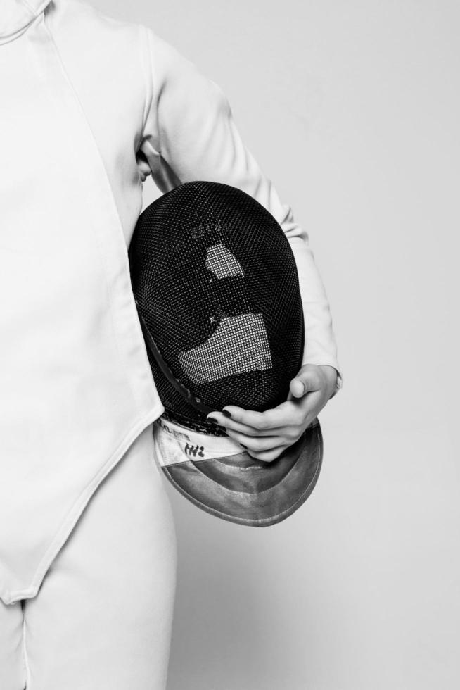 primer plano, de, persona, tenencia, máscara de esgrima foto