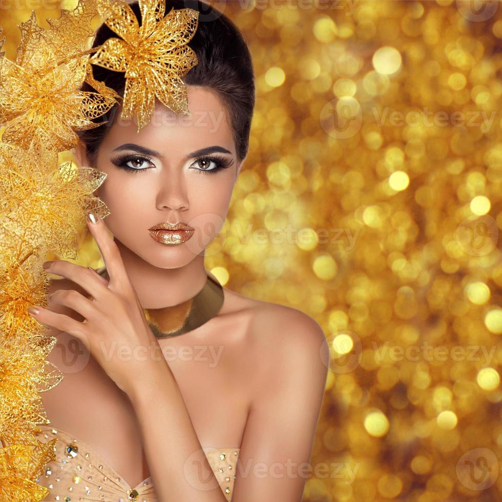 Retrato de niña de moda de belleza glamorosa. hermosa joven foto