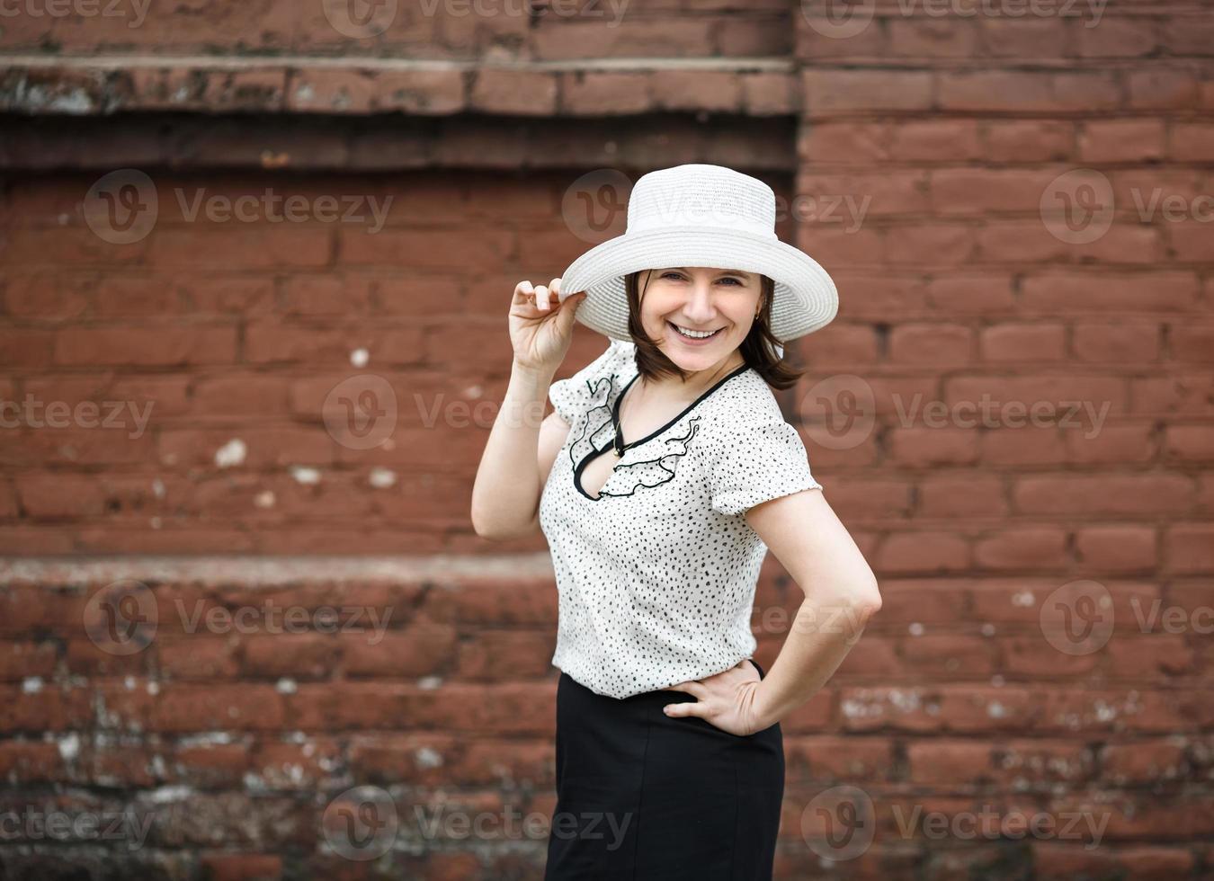 Woman in retro hat photo