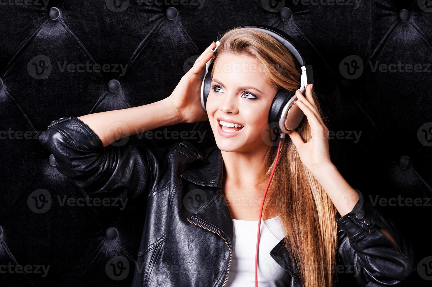 escuchando su canción favorita. foto