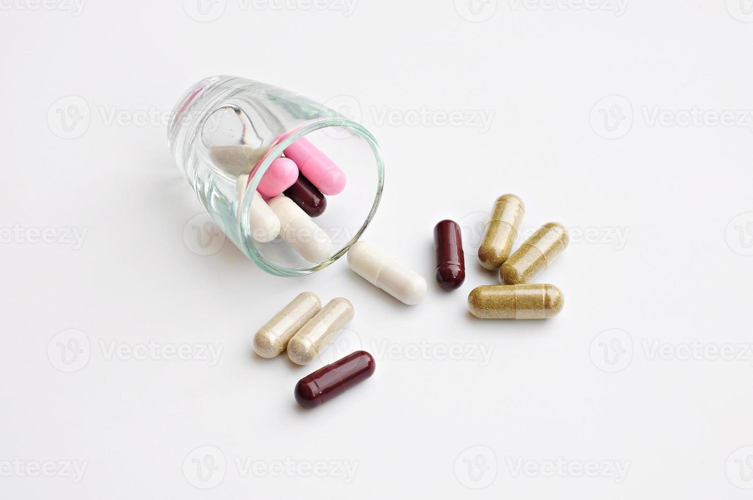 droga a base de hierbas, se vertieron medicinas coloridas foto