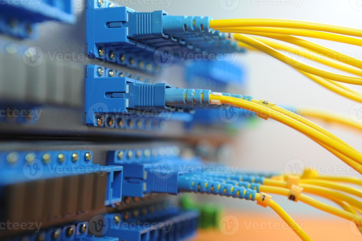 cables de red y concentrador foto