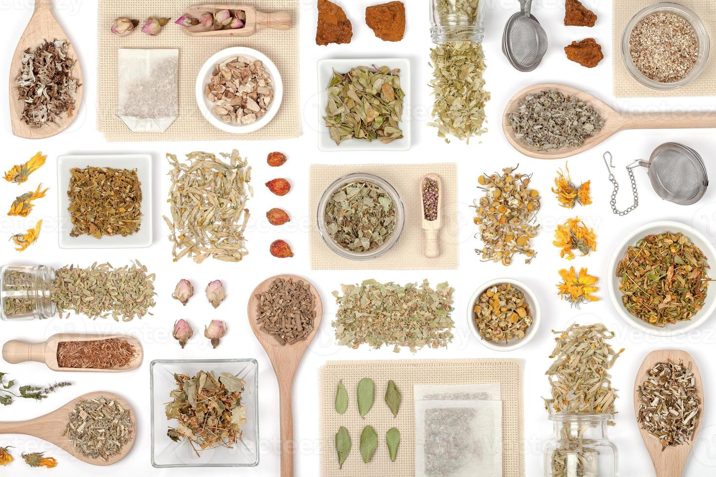 té de hierbas sobre fondo blanco foto