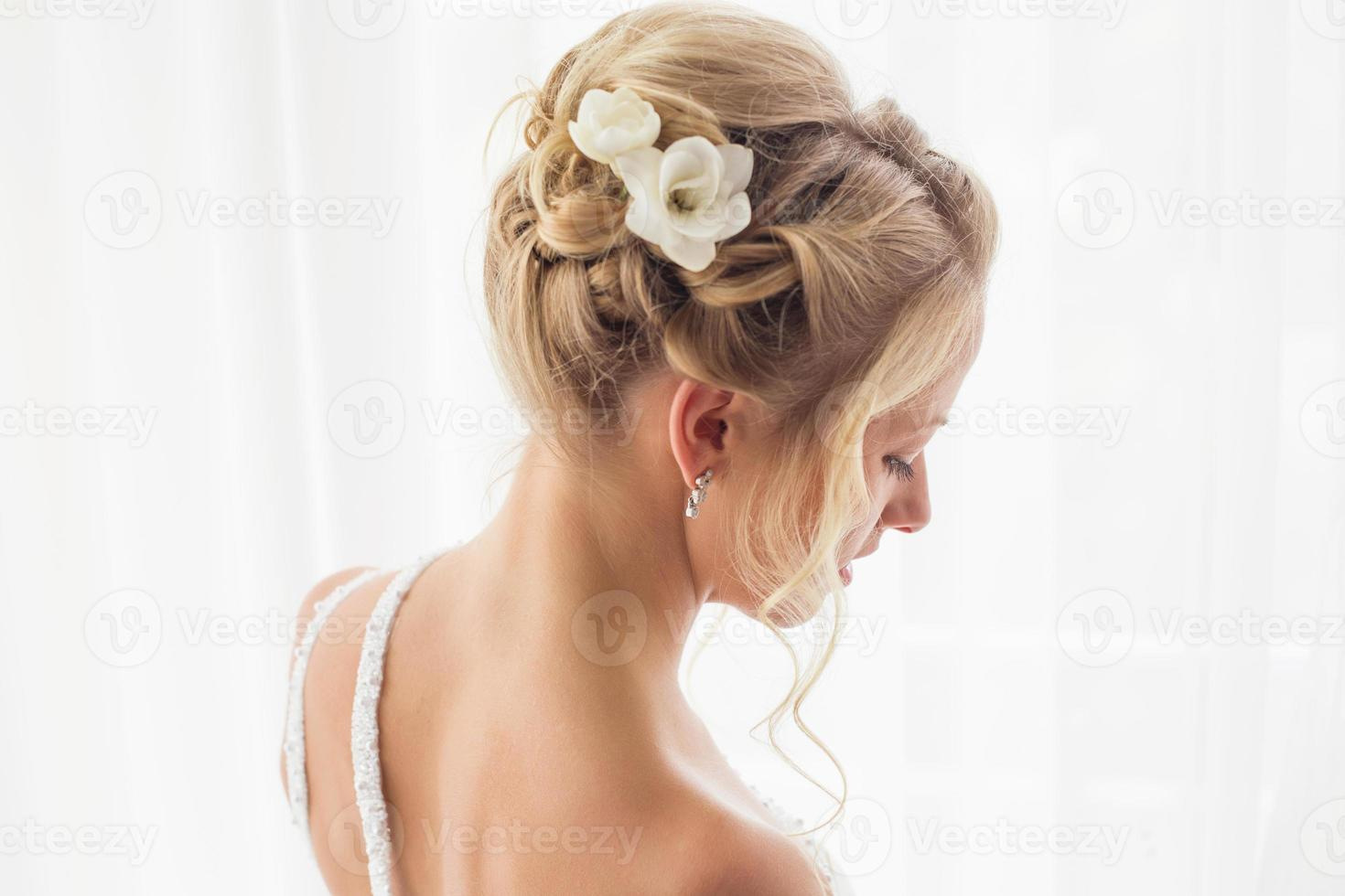 Beautiful brides hairstyle for wedding photo