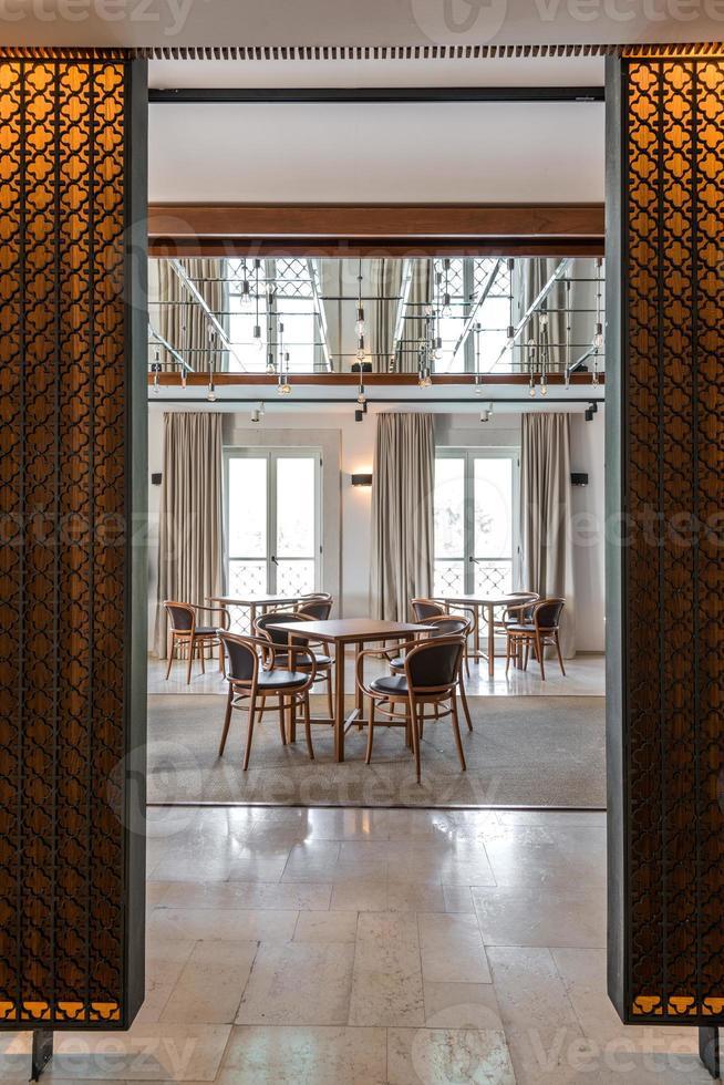 interior de restaurante moderno, parte de un hotel foto