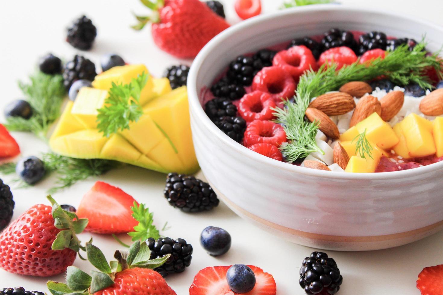 tazón de ensalada de frutas foto