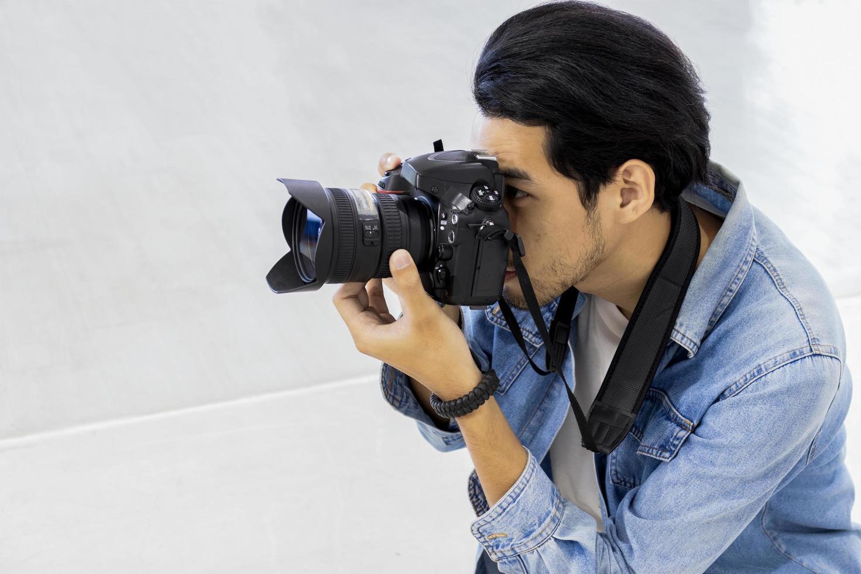 vista de un fotógrafo masculino foto