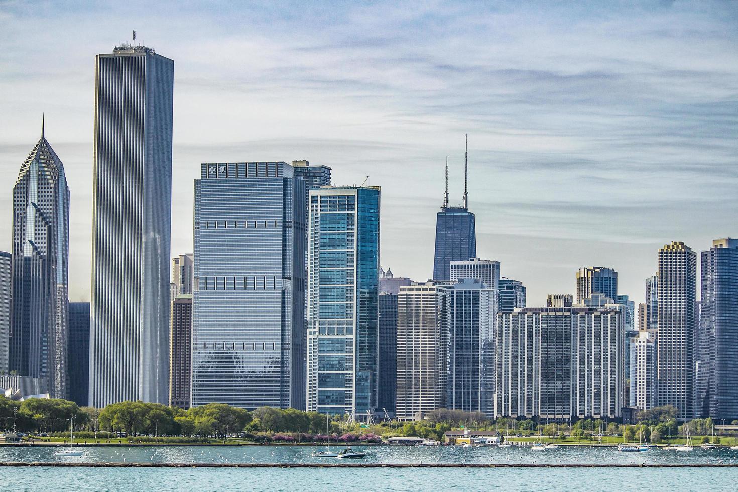 Downtown Chicago skyline photo