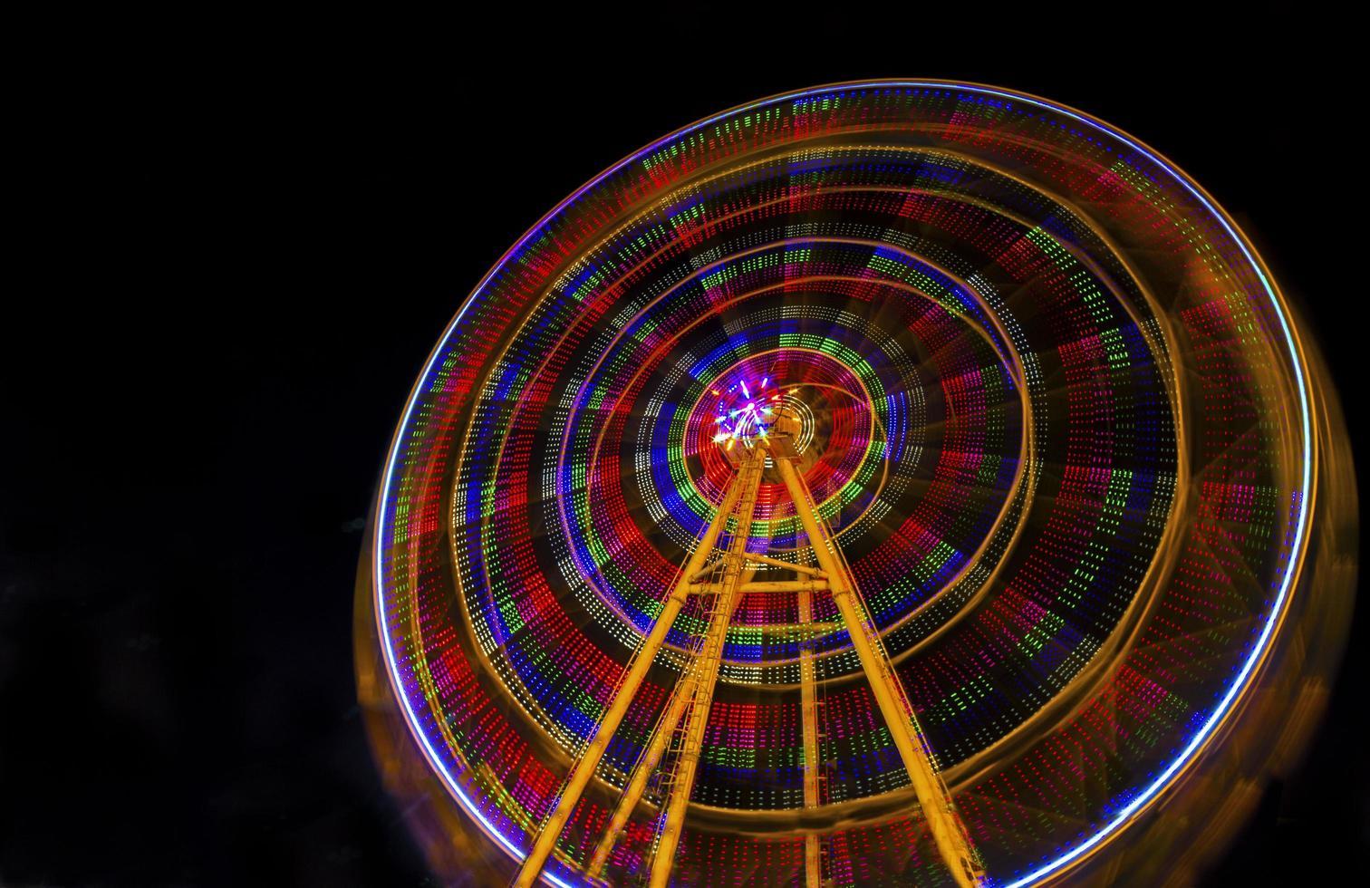 la noria en la noche foto