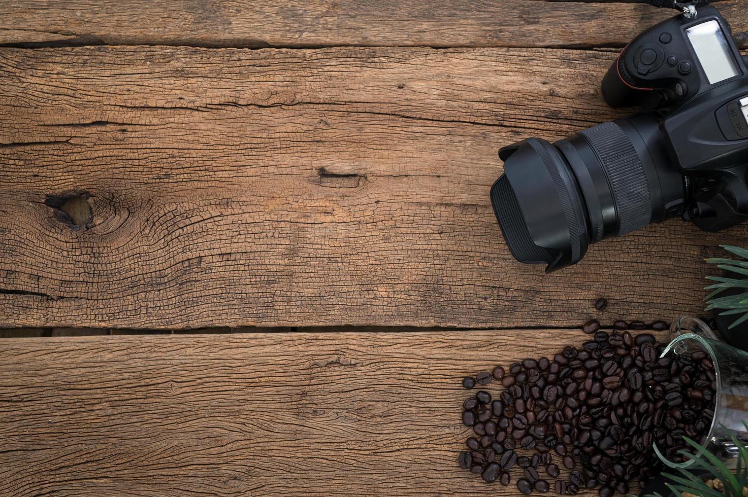 appareil photo avec des grains de café