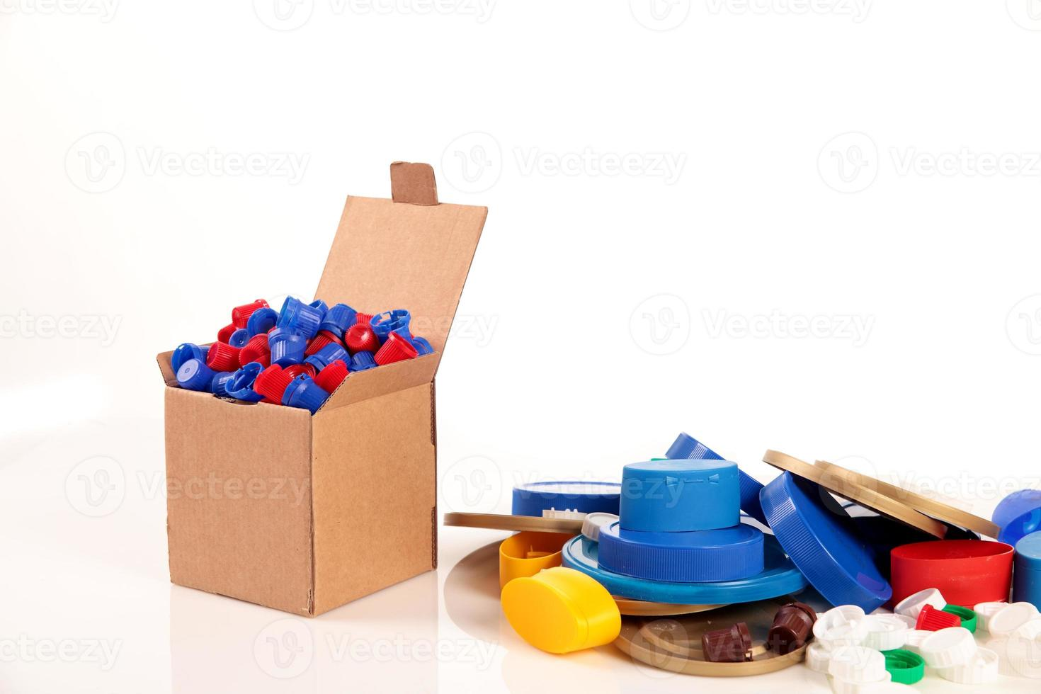 box and caps photo