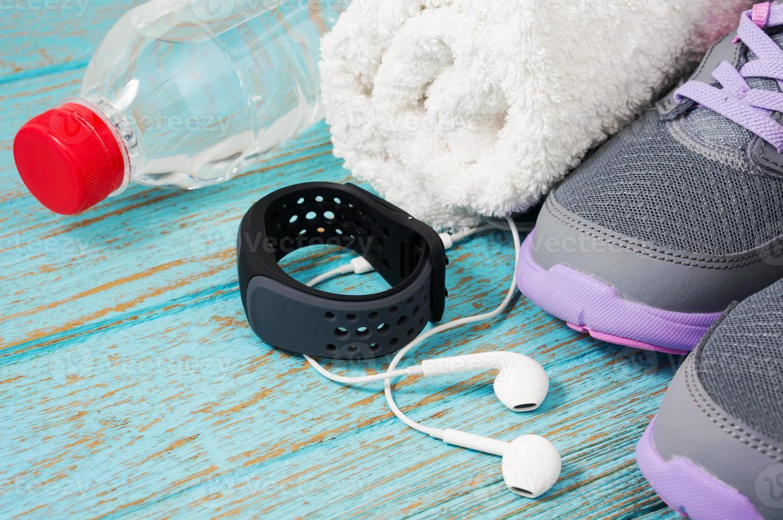 fitness set con zapatillas para correr y pulsómetro foto
