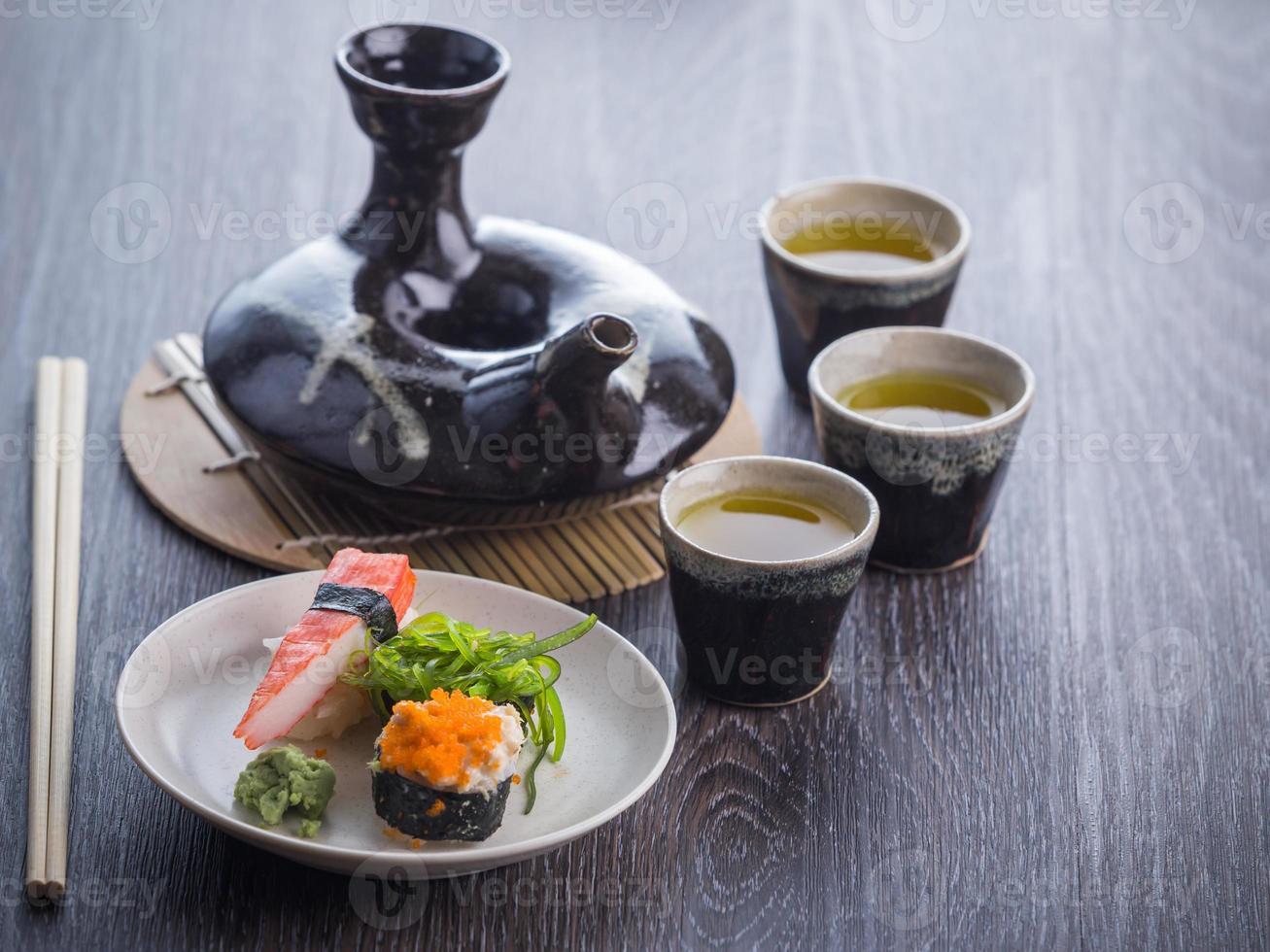 juego de té y sushi foto