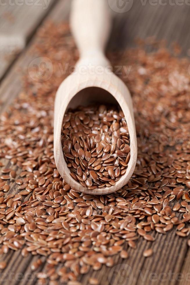 semillas de lino con grasa omega en cuchara foto