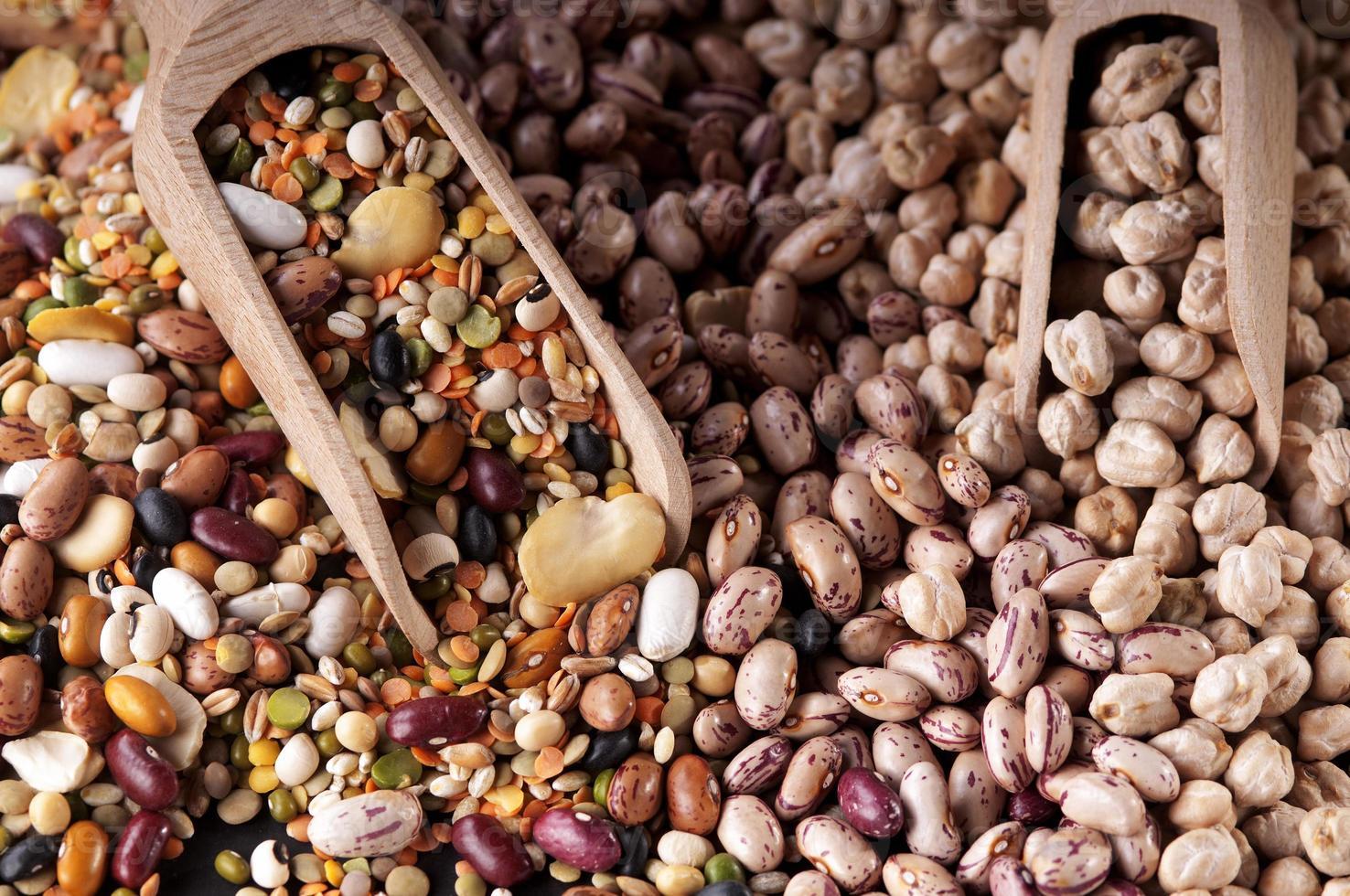 colorida mezcla de legumbres para sopa de verduras foto