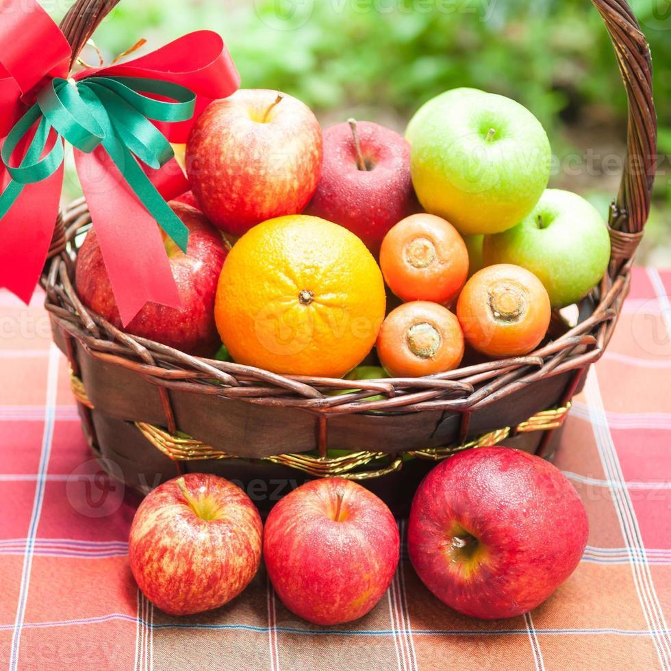 canasta de frutas foto