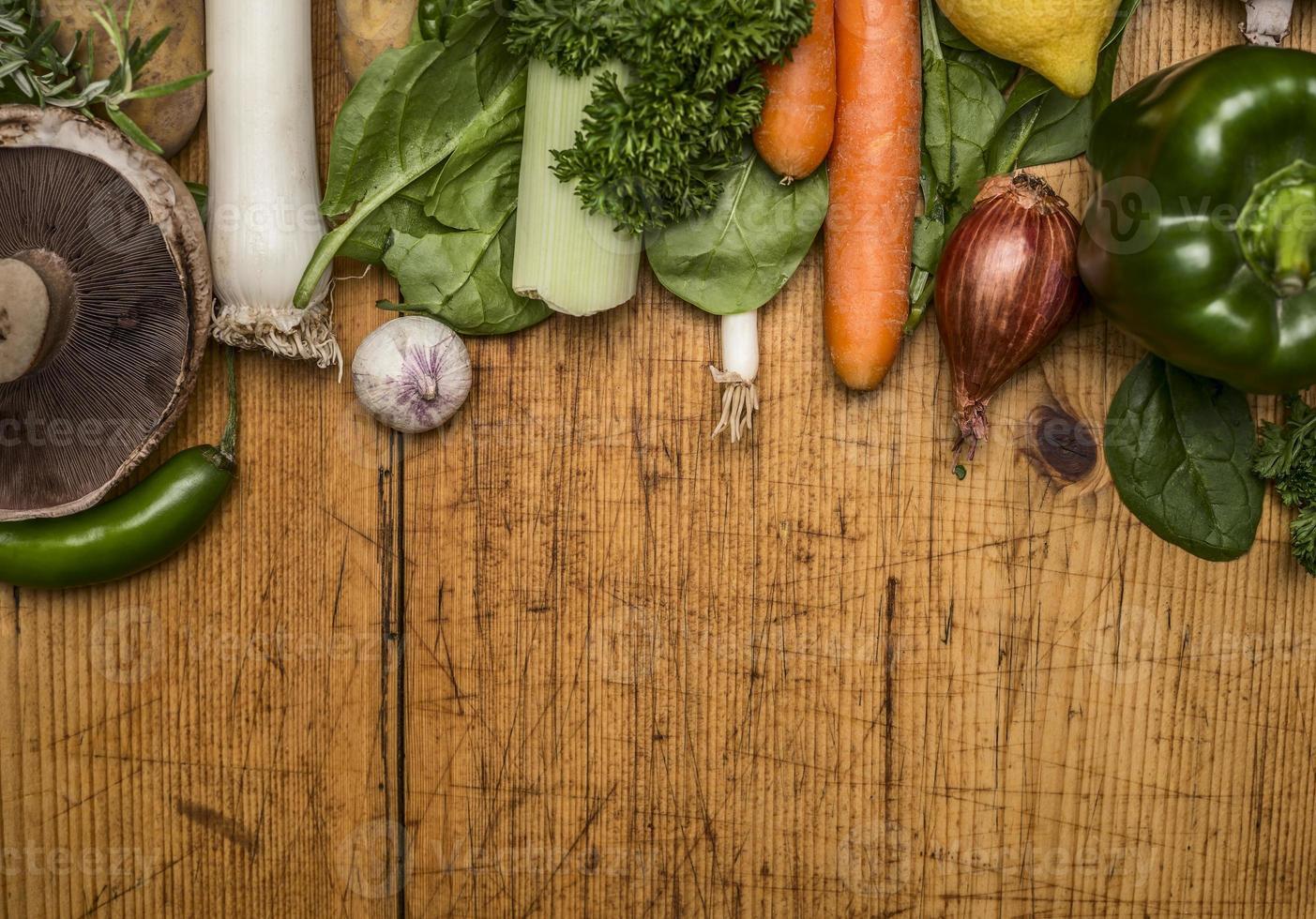 Verduras de otoño setas fondo rústico de madera vista superior cerrar foto