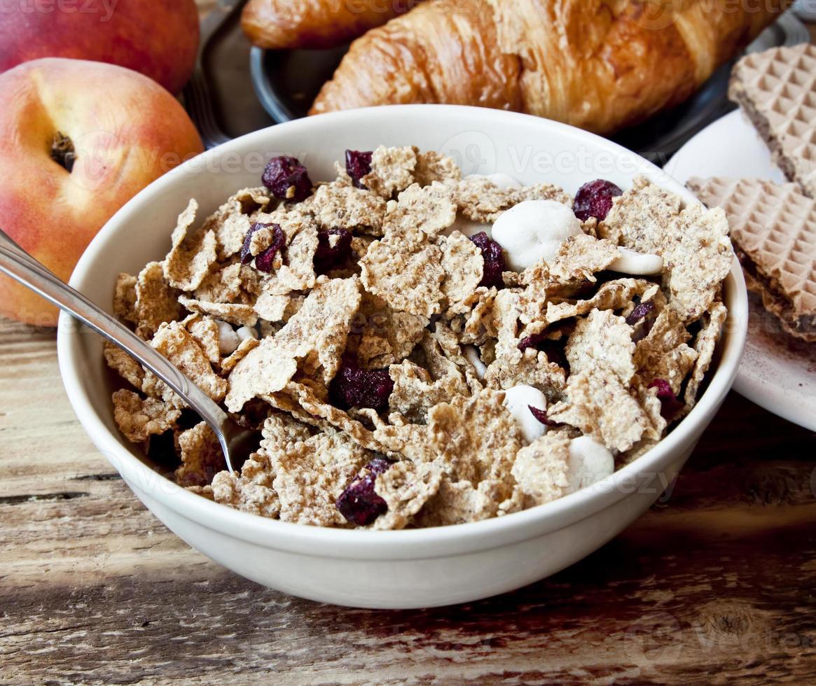 granola orgánica para el desayuno foto
