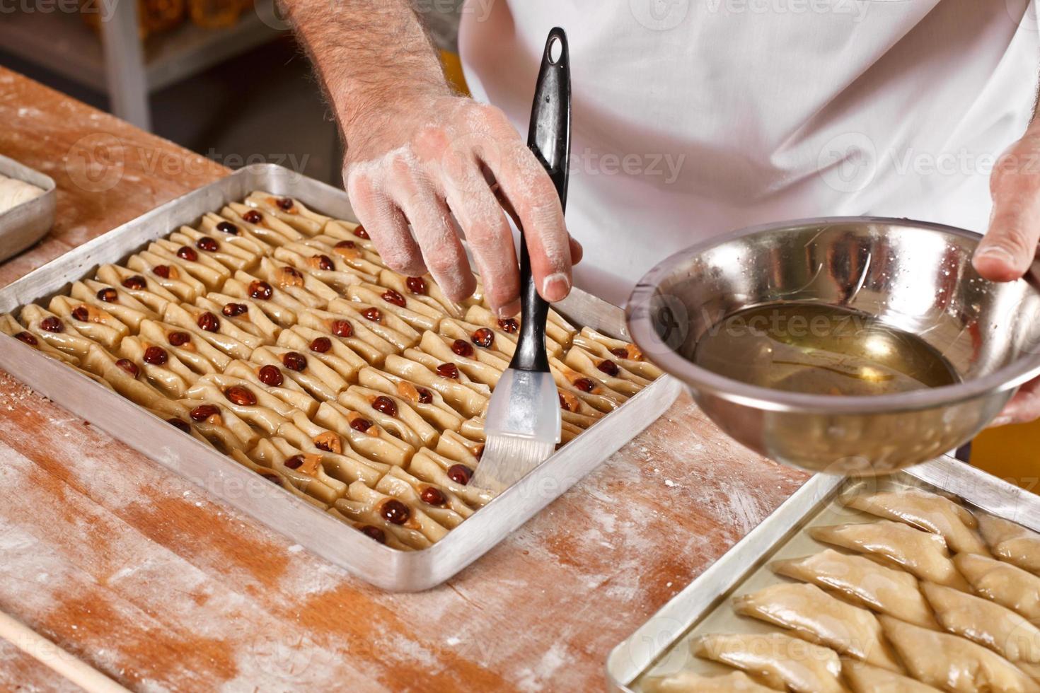 preparación de baklava de dulces turcos e irán foto