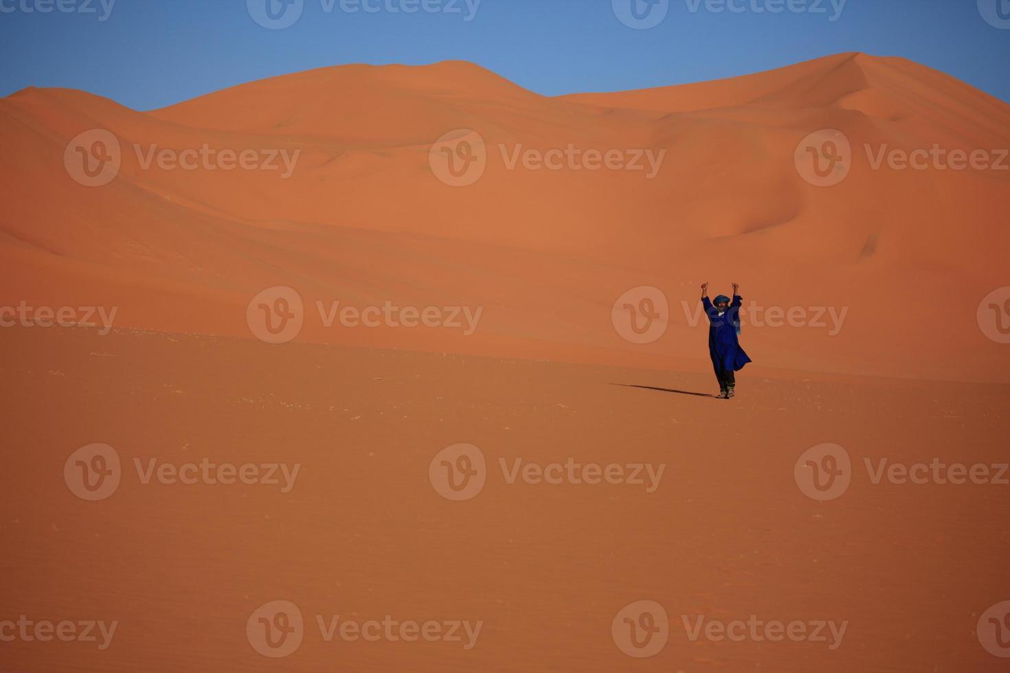 Tuareg in der Sahara photo