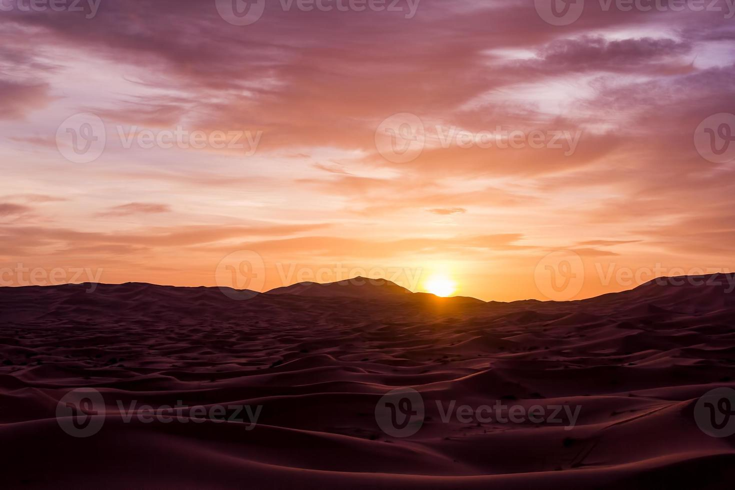 amanecer sobre el desierto del sahara foto