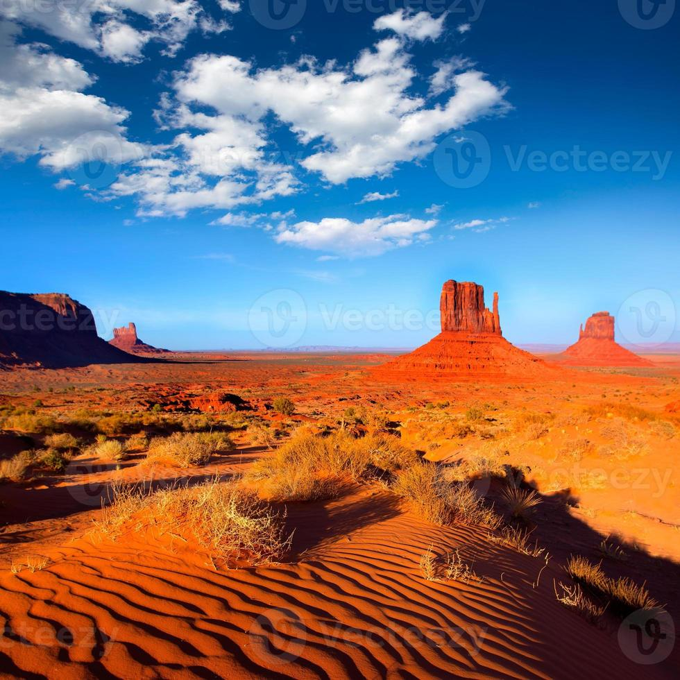 Monument Valley West and East Mitones Butte Utah foto
