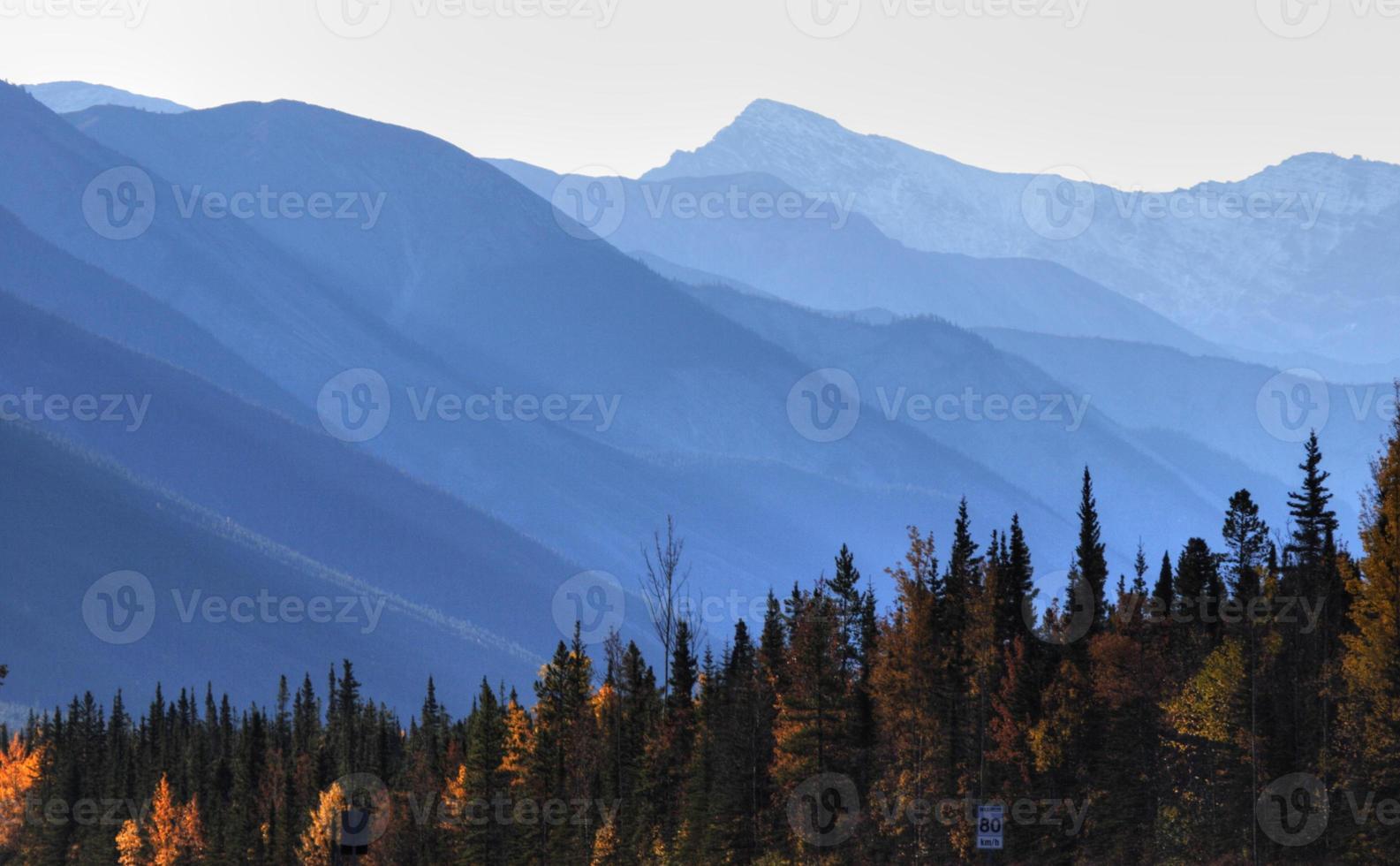 paisaje de montaña en el otoño de columbia británica foto