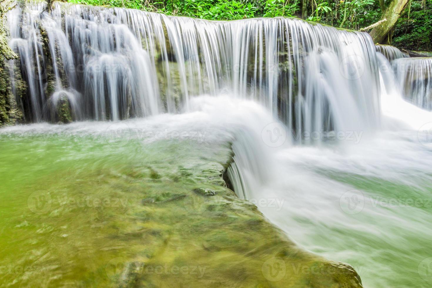 cascada en kanchanaburi foto