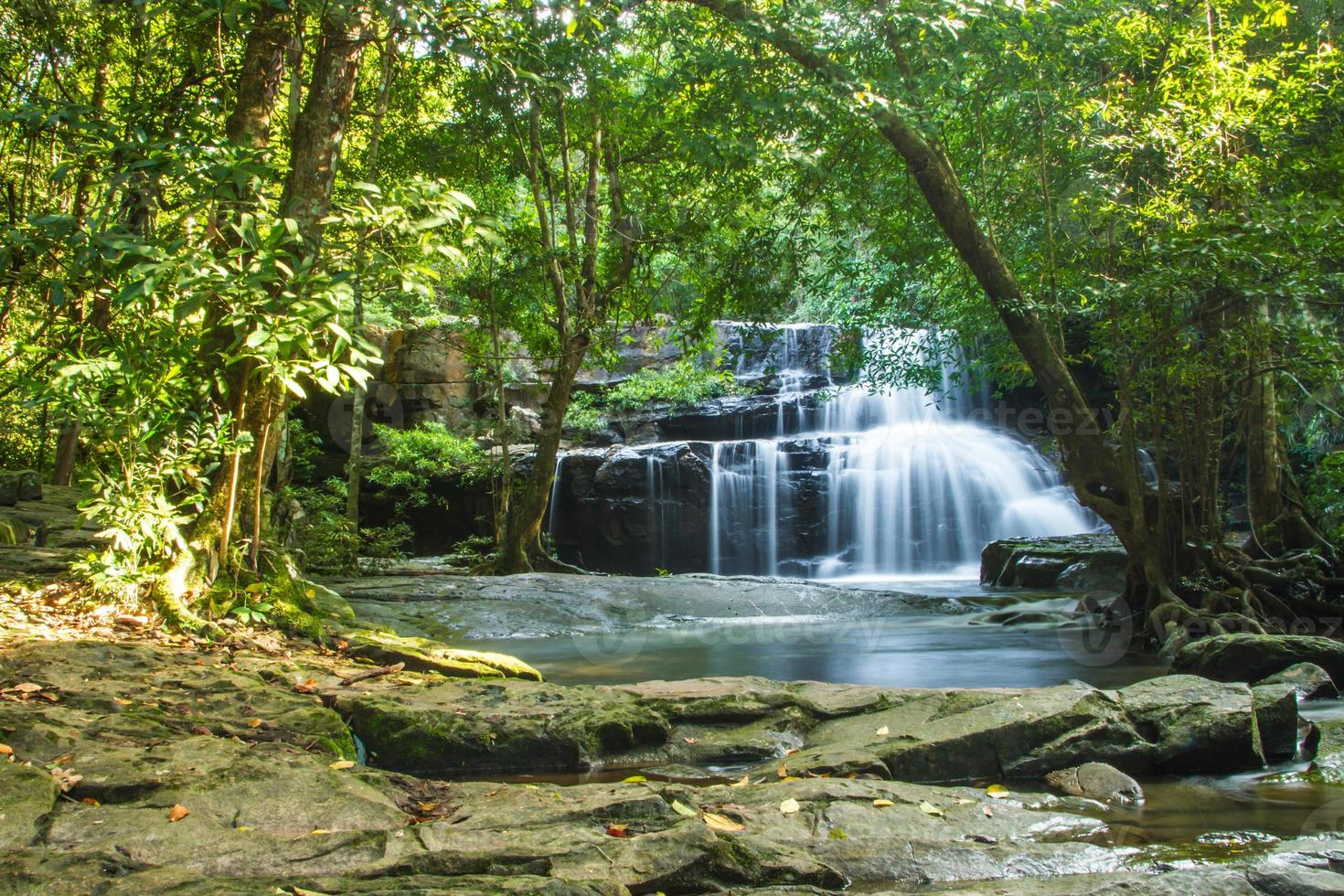 Wasserfall in Thailand (Pang Si Da Wasserfall National Park) foto